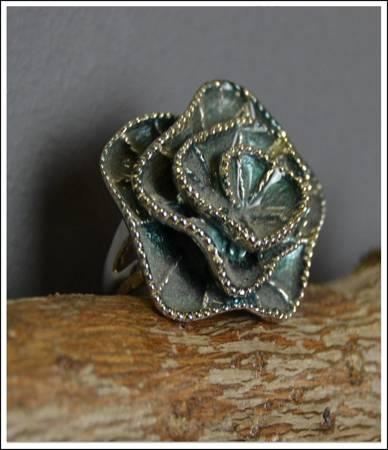 Piękny elegancki RETRO pierścionek róża
